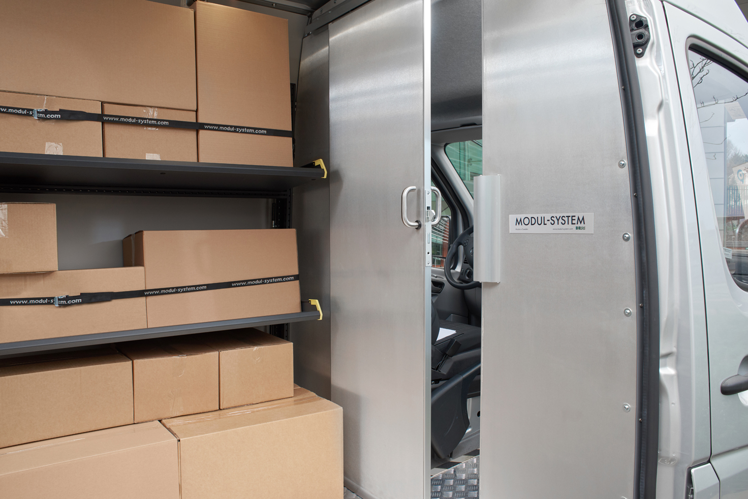 Modul-express van shelving with delivery boxes